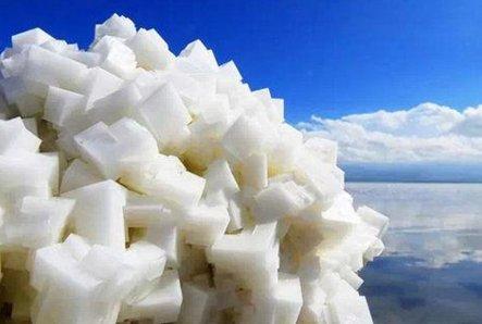 2017年中国碳酸锂消费、产量及盐湖分布分析