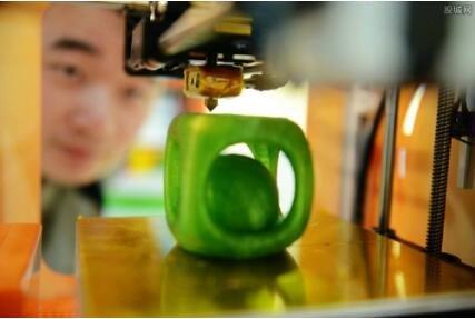 科学家推出3D打印新技术,可直接在手上打印电子元件