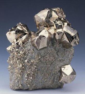 中国钢铁供应过剩 铁矿石价格跌至四个月低点