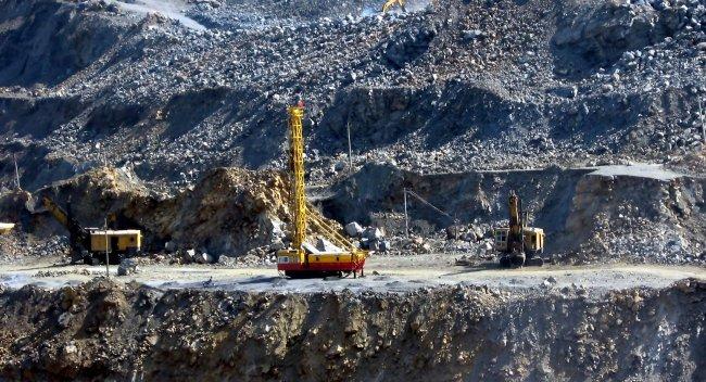 国内钢价先涨后抑 铁矿石市场涨跌不一