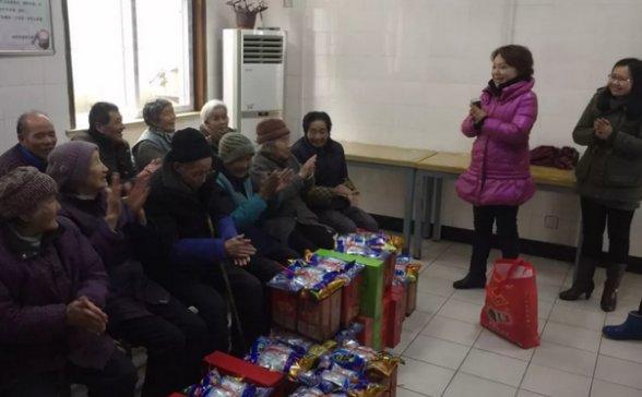 寒意虽浓,情意却暖人--协昌环保总经理刘瑾慰问敬老院老人