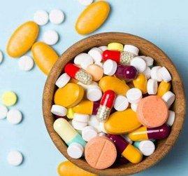 药品带量采购扩围激烈厮杀:拟中选价降六成,药企感叹太刺激