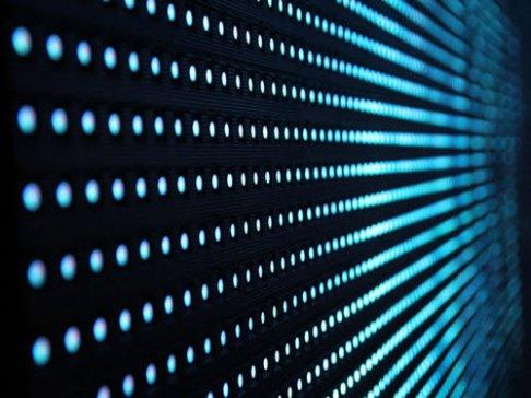 新型液滴式发电机 一滴水可点亮100盏小LED灯