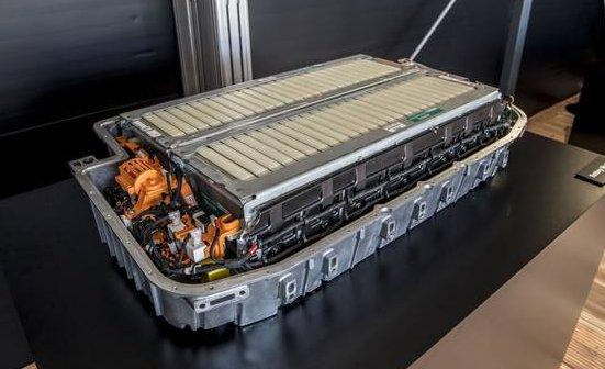辉能推出电动汽车固态锂电池 可将能量密度提高29%至56%