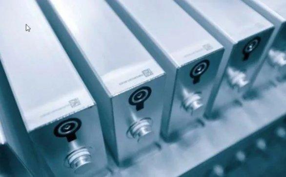'磷酸铁锂'向三元材料递'刀片',固态电池的春天在哪里?