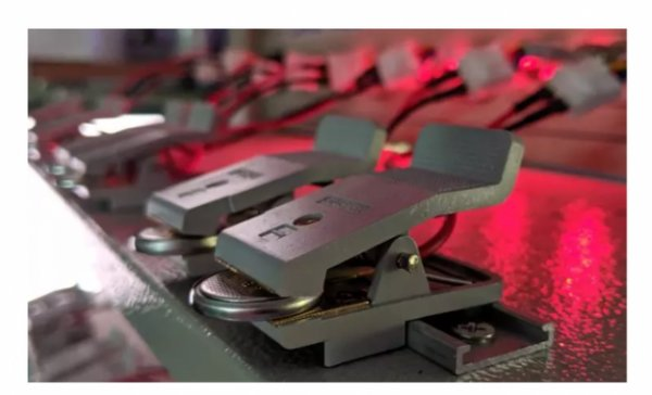 """科学家发现拥有""""自发中空""""特性的纳米材料 可提升高能锂电池的性能"""