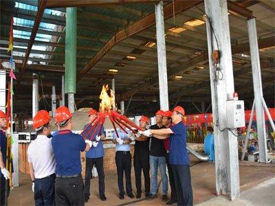 龙光天旭日产35吨高硼硅玻璃全自动电熔窑炉13号炉点火圆满成功