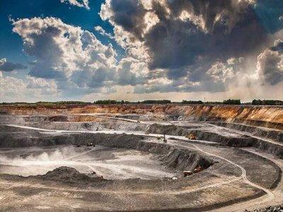 河南省地矿局十年新发现和探明大型矿产地86处
