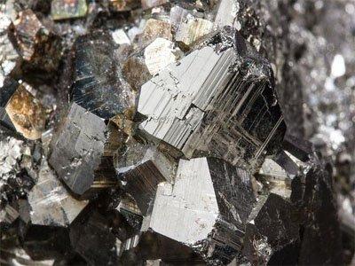 辽宁海城:世界最大的菱镁矿石集中产地
