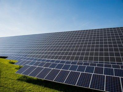 广西北海将建全球最大光伏及高端玻璃生产线全产业链生产基地