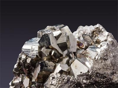 """凭借这种""""战略性矿产"""",金石资源跨界六氟磷酸锂!"""