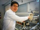 科学家设计制造的高温炉制备出高质量石墨烯 或可低成本量产