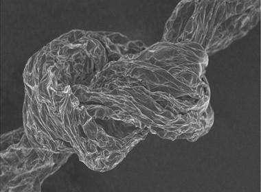 石墨烯纤维有望达到碳纤维的高度!