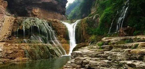 蟒河风景区位于山西晋城市阳城县南33公里的桑林乡,区风冬暖夏凉