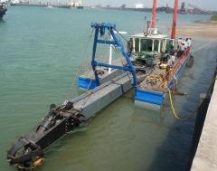 江西龙达高效采矿机械小型抽沙船的图片