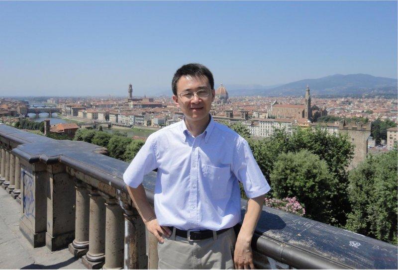1970年出生。分别于1991年和1996年在北京科技大学金属压力加工专业获得学士和博士学位。1997-2005年在北京有色金属研究总院国家有色金属复合材料工程技术研究中心工作,先后任工程师(1997年)、高级工程师(1998年)和教授级高级工程师(2001年)。2005年-2009年:上海交通大学材料科学与工程学院,副教授;2009年-今:上海交通大学材料科学与工程学院,研究员,博导。主要研究领域:1)非晶合金的形成理论与制备技术;2)金属液相分离与功能材料制备;3)单尺度液滴(颗粒、粉末)制备技术;4